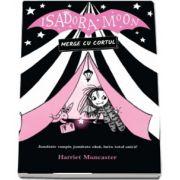 Isadora Moon merge cu cortul. Jumatate vampir, jumatate zana, intru totul unica! de Harriet Muncaster