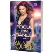Focul din adancuri, Amanda Quick, Litera