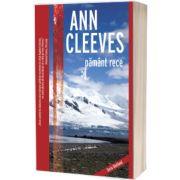 Pamant rece, Ann Cleeves, CRIME SCENE PRESS
